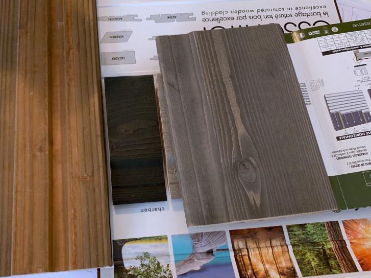 Bois de bardage = lasure charbon + motif de l'échantillon gris